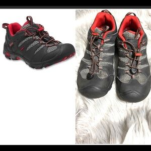 Keens youth unisex hiking shoes size 6 women's 8
